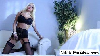 Sexy tease with Nikita Von James Vorschaubild
