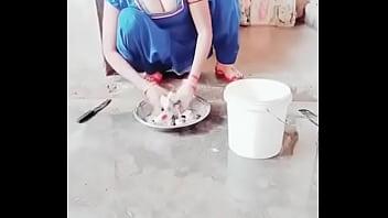 desi bhabhi showing huge cleavage boob
