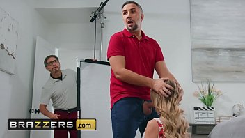 Big tit (Linzee Ryder) gets her shaved cunt drilled - Brazzers