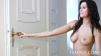 All Natural Busty Jayla Nude In The Doorway