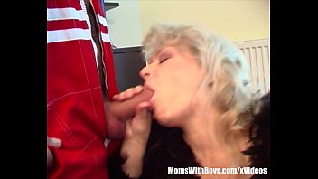 Blonde Horny Granny Lured The Repairman Into Fucking