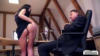 BUMS BUERO - Naughty fuck in the office with brunette German babe July Sun