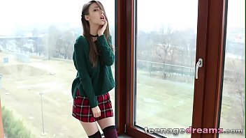 Euro teen fingers herself
