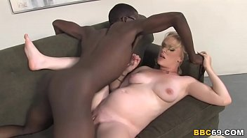 Chills before sex - Hydii may gets her pregnant pussy pounded by black cock