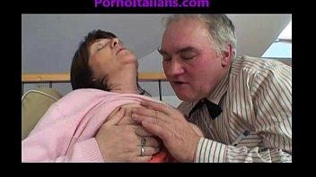 Granny mature slut sucking cock on old cock Vecchia troia matura succhia