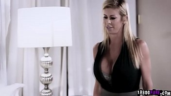 Alexis Fawx and Jill Kassidy shares cock
