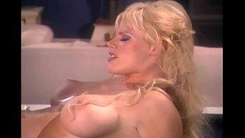 Big boobed blonde mom fucking in red stockings Vorschaubild