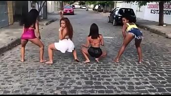 Quarteto dança funk sexy