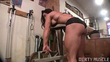 Female bodybuilder BrandiMae works her biceps and pussy in the gym - 69VClub.Com