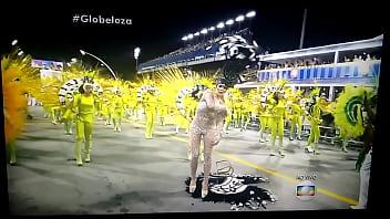 Gostosa Tirando A Roupa No Desfile De Carnaval 2016