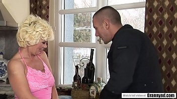 Blonde mature and the snow worker 6 min