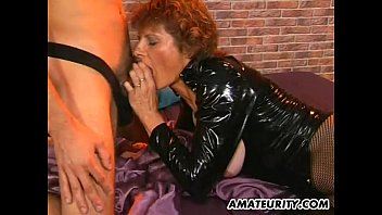 Amateur mom getting fucked with a friend watching