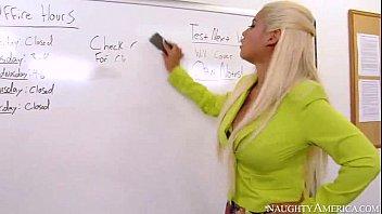 In the classroom www.juicechan.net/