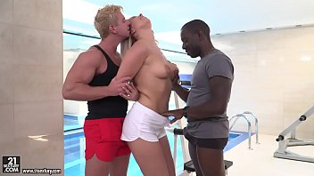 Nikki Dream enjoys interracial double penetration