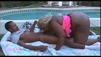 Ametaur porn be - Big black fat ass loves to be shaken 15