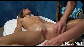 Very sexy 18 year old pretty gets fucked hard from behind by her massagist 5分钟