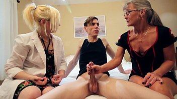 2 Nurses Give Their Patient a Double Handjob porno izle
