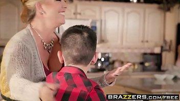 Brazzers - Mommy Got Boobs - Homemade American Tits scene starring Ariella Ferrera and Jordi El Ni&a
