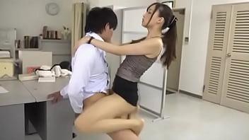 หนังav พนักงานสาวตัวเล็กๆเอวดีมากๆจับแฟนหนุ่มแก้ผ้าเล่นยากกันกลางออฟฟิศตอนกลางวันแสกๆ