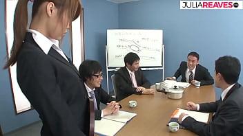 日本秘書需要更多的錢,但她必須是整個辦公室的性奴隸,未經審查的 JAV 13分钟