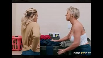 Video de Brazzers cojiendo a la madre a escondidas de su esposa. Video completo http://short.es/Vuyt9