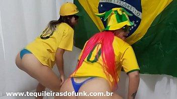 Débora Fantine e Tequileira Misteriosa dançando Funk do Hino Brasileiro