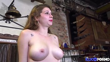 Streaming Video Lana se fait soumettre sous les yeux de son mari - XLXX.video