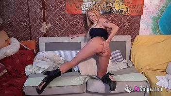 Tamarah Dix, queen of anal, fits a GIANT DILDO up her ass