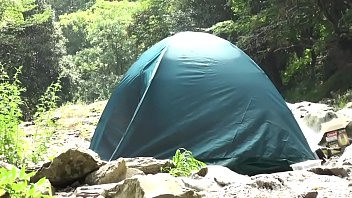 1人でテントに居た女の子がレイパーに押しかけられ犯される