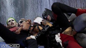 Finding sex in dc Harley quinn fucks joker batman