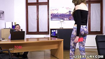 Anal Addict Babe Fucks Her Dad's Co-Worker