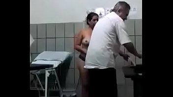 Saca consulta y doctor se aprovecha de ella caso real: https://bit.ly/2GPEjyM