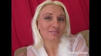 Yanks MILF Summer Lynn Rides The Sybian
