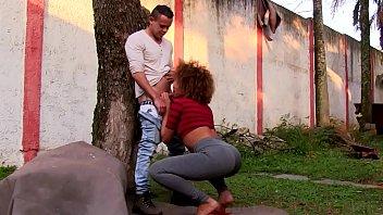 Hot chicks strip teste - Mulata gostosa transando com amigo
