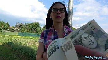 Mlado punco pregovorijo v fuk za denar