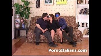 Marito  cornuto scopa moglie con amico - Cuckold husband fucks wife with friend
