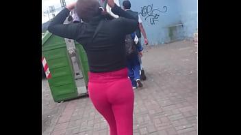 Vanessa siguiendo a culona en la calle