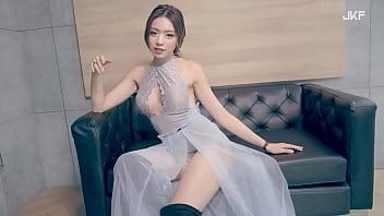 公众号【是小喵啦】JKF性感女模謝立琪,蕾丝奔驰超诱惑写真