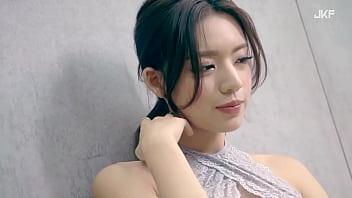 公众号【91报社】JKF性感女模謝立琪,蕾丝奔驰超诱惑写真