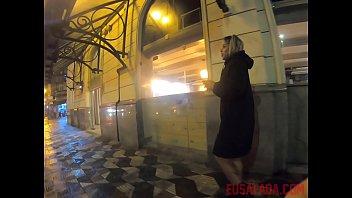 Mamãe Noel safada mostrando a bucetinha em plena praça pública - Lolah Vibe thumbnail