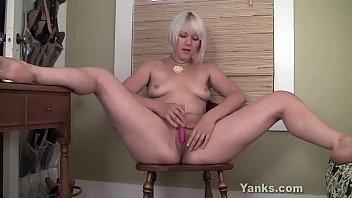 Yanks Blonde Girl Fallon Fingers Her Twat