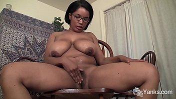 Yanks Mocha Babe Natalia Johnson Masturbates pornhub video