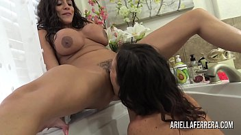 Ariella Ferrera and Lynn Vega naughty bath time fun