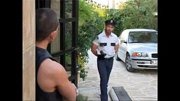 Policial aproveitou