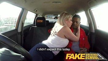 Profa simpatica face sex in masina cu un coleg pervers