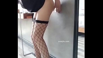 网袜软萌萝莉小仙 把透明鸡儿吸墙壁自慰