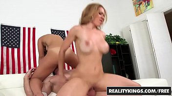 (Kelsi Monroe, Dylan Daniels) Share one cock for the 4th of july - Reality Kings