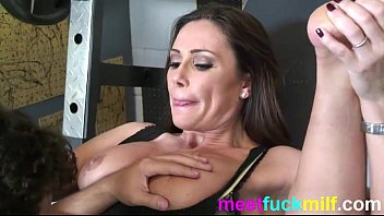 Fucking latina mom in fitness room - meetfuckmilf.com