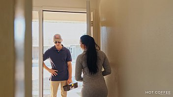 Curvy Latina wife fucks the cable guy while her husband is out of the country. - 69VClub.Com