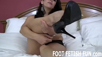 Iching in the bottom of my feet - I want to feel your hot tongue on the bottom of my feet